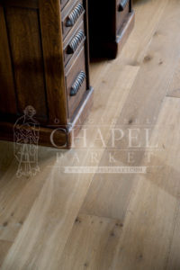 Origineel Chapel Parket In Between 17th Century Smoked White 20x180mm