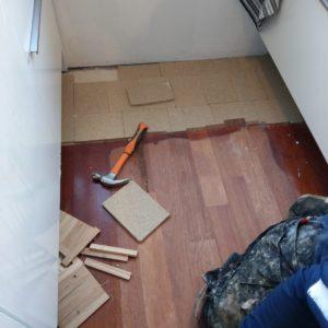 merbau tapis vloer in stroken gelegd aanheling en schuren 01