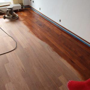 merbau tapis vloer in stroken gelegd aanheling en schuren 04