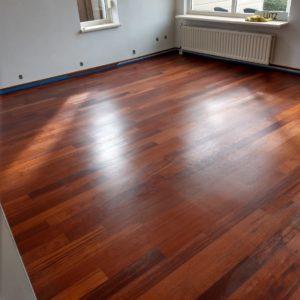merbau tapis vloer in stroken gelegd aanheling en schuren 09