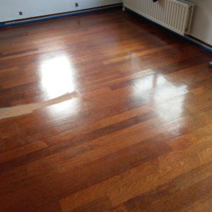 merbau tapis vloer in stroken gelegd aanheling en schuren 03
