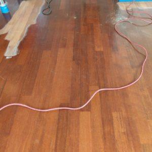 merbau tapis vloer in stroken gelegd aanheling en schuren 06