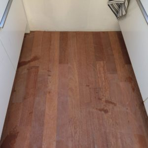 merbau tapis vloer in stroken gelegd aanheling en schuren 02