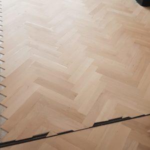 semi verouderde visgraat vloer 11